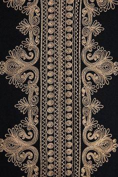 Zardosi Embroidery, Embroidery On Kurtis, Hand Embroidery Dress, Kurti Embroidery Design, Embroidery Neck Designs, Tambour Embroidery, Embroidery Motifs, Machine Embroidery, Art Deco Artwork