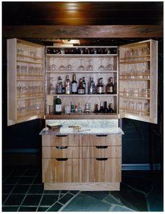 All encompassing liquor cabinet
