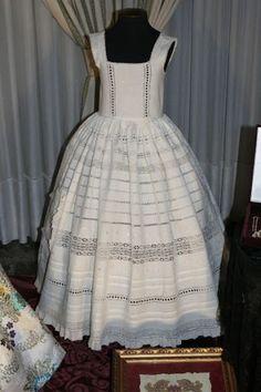 Enaguas Bordado Popular, Sewing Baby Clothes, Hoop Skirt, Lolita Cosplay, Christening Gowns, Heirloom Sewing, Mode Vintage, Wedding Attire, Refashion
