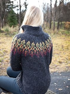 Ravelry: Karítas pattern by Hulda Soffia.must get this pattern! Fair Isle Knitting Patterns, Chunky Knitting Patterns, Knitting Stitches, Knitting Designs, Knit Patterns, Hand Knitting, Vogue Knitting, Knitting Machine, Punto Fair Isle