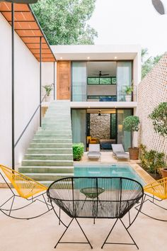 Minimalist House Design, Small House Design, Minimalist Home, Mexican Interior Design, Small Beach Houses, House Construction Plan, Backyard Pool Designs, Narrow House, Industrial House