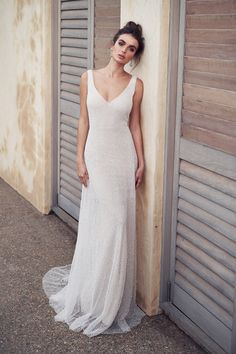 anna campbell 2019 bridal sleeveless v neck full embellishment gltizy simple ele.:separator:anna campbell 2019 bridal sleeveless v neck full embellishment gltizy simple ele. Wedding Dress Silk, Wedding Dress Tea Length, Perfect Wedding Dress, Tomboy Wedding Dress, Lace Wedding, Wedding List, Wedding Rings, Peacock Wedding, Bridal Collection