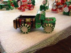 Candy truck Christmas Candy Crafts, Christmas Favors, Homemade Christmas Gifts, Christmas Goodies, Christmas Projects, Xmas Gifts, Kids Christmas, Holiday Crafts, Christmas Ornaments