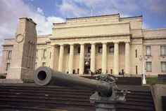 The Auckland War Memorial Museum does house a war memorial, but it offers so much more than the name implies. Pay a visit early in your stay to familiarize yourself with New Zealand's history, geography and Maori culture.