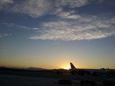 Anochecer de agosto en el aeropuerto de Málaga ,España
