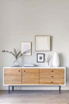 Mobilier de salon The Bios sideboard is a combo of wild solid oak and smooth, high-gloss lacquer. Home Living Room, Living Room Furniture, Home Furniture, Living Room Decor, Furniture Design, Bedroom Decor, Furniture Makeover, Outdoor Furniture, Living Room Drawers