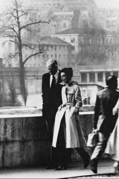 As much of an icon as the trench coat she wears, this photo of Audrey Hepburn walking along the Seine River with Hubert de Givenchy is the perfect example of the actress's unfailingly elegant style.
