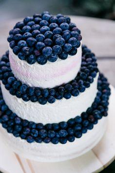 #hochzeitstorte Sommerliche Hochzeit zu Dritt in Blau und Peach   Hochzeitsblog - The Little Wedding Corner