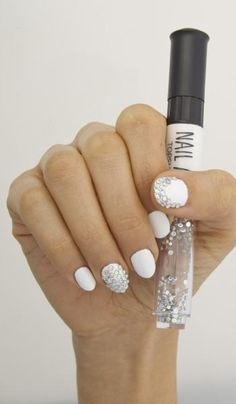 Gel mani alternatives: Get this look with a nail-art pen