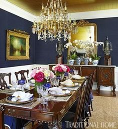 A gold-leaf ceiling adds glamour to this elegant formal dining room - navy walls Dining Room Blue, Luxury Dining Room, Dining Room Design, Traditional Dining Rooms, Traditional House, Traditional Decorating, Modern Traditional, Blue Rooms, White Rooms