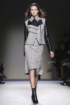 Roland Mouret Ready To Wear Fall Winter 2015 Paris