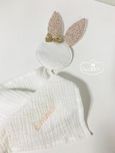 """Rabbit long"" pink nude tan dots, embroidered name, diaper cream, golden bow . Clothing Patterns, Sewing Patterns, Golden Bow, Dou Dou, Name Embroidery, Baby Sewing Projects, Creation Couture, Toys For Girls, Creations"
