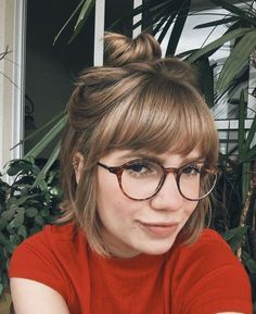 Coiffures simples et rapides pour cheveux courts tendance 2018 - Bangs And Glasses, Hairstyles With Glasses, Short Hair Glasses, Makeup For Glasses, Fast Hairstyles, Cute Hairstyles For Short Hair, Gorgeous Hairstyles, Trendy Hair, Braid Hairstyles