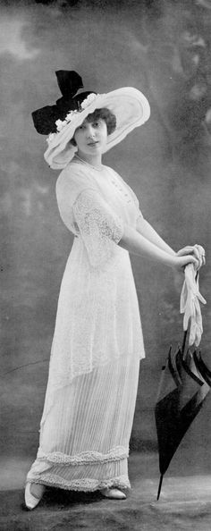 Juliette Rudy in an ensemble by Buzenet, Les Modes August 1913. Photo by Talbot.