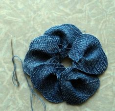 Arts with Whim: Floral Fabric Jeans PAP Source by zeynep_atacanreuse recycle crafts for kids - Bing Images Reusing & Recycling Denim Flowers, Cloth Flowers, Fabric Flowers, Jean Crafts, Denim Crafts, Recycled Crafts Kids, Recycle Crafts, Reuse Recycle, Fabric Flower Tutorial