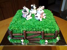 My farmyard cake, please I got the grass tip nozzle, Awesome results!