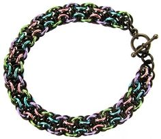 Vipera Berus - This chainmaille weave makes a great banded chain suitable for men and womer. Free online instructions (tutorial).
