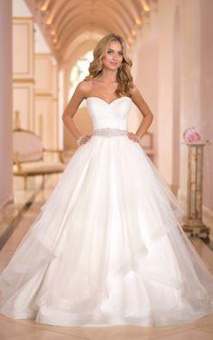 5859 Princess Wedding Dresses by Stella York