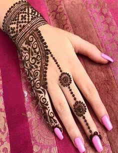 MehindeA lot of stylish and Impressive design of Mehndi Style for all the female and also model girls and women. You can find here the lot of hand made design of Mehndi style. This one is also the Latest Style of Henna Mehndi. Traditional Mehndi Designs, Indian Mehndi Designs, Mehndi Designs For Girls, Mehndi Designs For Fingers, Wedding Mehndi Designs, Unique Mehndi Designs, Mehndi Design Images, Beautiful Mehndi Design, Latest Mehndi Designs