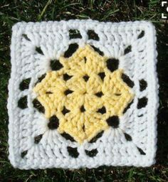 "Crochet Granny Square Patterns Free crochet ""square in a square"" pattern Crochet Squares Afghan, Granny Square Crochet Pattern, Crochet Blocks, Double Crochet, Double Knitting, Free Knitting, Bag Crochet, Crochet Crafts, Crochet Projects"