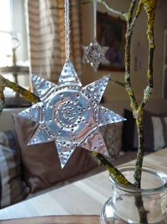 Meine grüne Wiese: Recycling von Teelichtern Easy Christmas Decorations, Christmas Crafts, Christmas Ornaments, Holiday Decor, Simple Christmas, Winter Christmas, Yule, Recycling, Cool Things To Buy