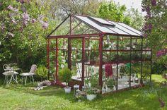 Willab Garden skal gjennom kunnskap og inspirasjon tilby et bredt og rimelig sortiment av kvalitetsprodukter innom drivhus og hagestue for salg direkte til forbruker. På Willab Garden har vi et genuin hageintresse og lang erfaring i drivhus, hagestue og alt som hører hagerommet til. Vi hjelper deg med gode råd, gir tips og ideer for å glede deg med et drivhus, hagestue eller hagerom som tilsvarer dine forventninger.