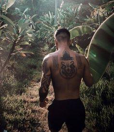 Männermodels Tattoo, Khmer Tattoo, Sak Yant Tattoo, Cool Back Tattoos, Back Tattoos For Guys, Best Tattoos For Women, Back Tattoo Men, Tatto For Men, Small Chest Tattoos