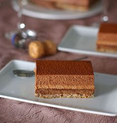 Entremets croustillants aux deux mousses au chocolat - Recettes de cuisine Ôdélices Best Picture For Desserts pomme For Your Taste You are looking for something, and it is going to tell you exactly wh Mini Desserts, Plated Desserts, Easy Desserts, Winter Desserts, Chocolate Cake Recipe Easy, Chocolate Desserts, Sweet Recipes, Cake Recipes, Dessert Recipes