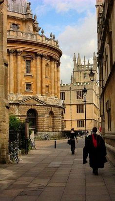 Historic Catte Street, leading to Radcliffe Square, Oxford, England (by Isisbridge on Flickr)