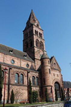 L'Église protestante de Munster a été construite à la fin du XIXe siècle, en grès rose et dans un style néo-roman.