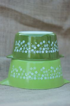 Vintage Pyrex for sale. Cute! 1960's Spring Blossom 2 set.