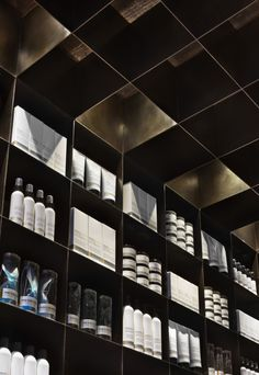 MenScience flagship store by HWKN, New York store design Design Shop, Villefranche Sur Saône, Visual Merchandising Displays, Retail Fixtures, Cosmetic Shop, Retail Interior, Shops, Retail Space, Shop Interiors