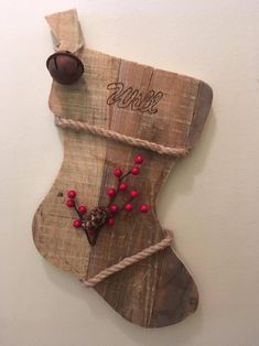 Primitive Christmas, Wooden Christmas Crafts, Pallet Christmas, Wooden Crafts, Christmas Signs, Rustic Christmas, Christmas Projects, Holiday Crafts, Diy Crafts