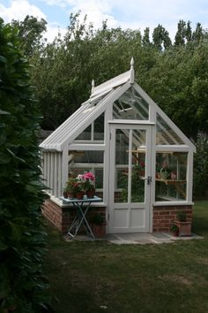 DIY Greenhouse Designs Ideas Plans & Pictures Do you want to build a greenhouse, but do not have enough room? Then you need to checkout Building A Greenhouse Plans Outdoor Greenhouse, Backyard Greenhouse, Greenhouse Plans, Outdoor Gardens, Greenhouse Wedding, Portable Greenhouse, Small Greenhouse Kits, Cheap Greenhouse, Gazebos