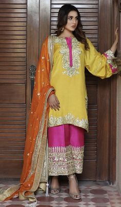 What are you waiting for Don't wait just order on WhatsApp @ 9322263291 Like . Pakistani Formal Dresses, Pakistani Wedding Outfits, Pakistani Bridal Wear, Pakistani Dress Design, Bridal Outfits, Indian Dresses, Pakistani Mehndi, Mehendi, Bridal Dresses