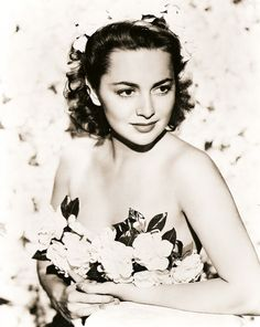 My Love Of Old Hollywood: Olivia de Havilland (b. Hollywood Bowl, Old Hollywood Stars, Hollywood Icons, Old Hollywood Glamour, Golden Age Of Hollywood, Vintage Hollywood, Hollywood Actresses, Classic Hollywood, Actors & Actresses
