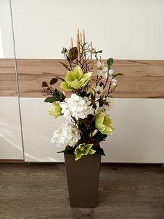 Artificial Floral Arrangements, Vase Arrangements, Diy Flowers, Flower Vases, Floral Foam, Pretty Designs, Hello Spring, Wooden Boxes, Diy Design