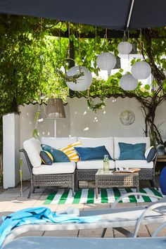 Create a living room outdoors. IKEA KUNGSHOLMEN outdoor seating and TORNHOLMEN lounge chairs are comfy, durable pieces fit for the great outdoors. Diy Outdoor Furniture, Lounge Furniture, Garden Furniture, Rustic Furniture, Modern Furniture, Antique Furniture, Outdoor Seating, Outdoor Sofa, Outdoor Decor