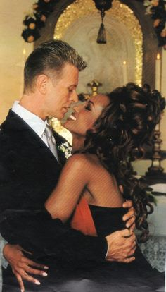 #DavidBowie married the most beautiful girl in the world, the breathtaking Somalian beauty Iman