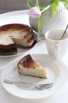 Mohn-Käsekuchen - Weight Watchers  & Low Carb. Jetzt habe ich mal einen besonderen Käsekuchen gebacken, denn man sogar ganz ohne schlechtem Gewisse essen kann. Einen köstlichen Low Carb Mohn-Käsekuchen ist neulich aus meinem Backofen gesprungen. #käsekuchen #lowcarb #cheesecake #WeightWatchers #WW #WeightWatchersKuchen #WeightWatchersrezept #diet #abnehmen #käsekuchen #sonntagsistkaffeezeit Weight Watchers Kuchen, Cheesecake, Low Carb Recipes, Keto, Paleo, French Toast, Good Food, Vegan, Cooking