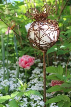 Shabby Chic Outdoor Decor Ideas For An Incredible Home Improvement Project Improving your home can be done for a number of reasons. Rusty Garden, Metal Garden Art, Love Garden, Garden Care, Shabby Chic Porch, Shabby Chic Garden, Garden Labels, Paper Mache Sculpture, Plant Supports