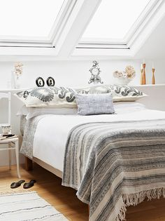http://davewirth.blogspot.com/2012/02/twin-beds.html How to get decorative furniture for college students. This holds various deals and even stuffs timetable you should not do this uncomplicated to improve project.