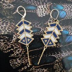 En attendant que la tempête passe, on s'occupe... Première création de l'année, chic et sobre! Elles vous plaisent ? Elles sont dispo dans l'e-shop No commercial use #perleaddict #earrings #perlezmoidamour #perleusecompulsive #jesuisunesquaw #miyukibeads #miyuki #bouclesdoreilles #dore #jenfiledesperlesetjassume #artisanaljewelry #handmadejewelry #bijouxfaitmain #tissageperles #madewithlove #brickstitch #peyotestitch #diy #perlesandco #perles #perlestissees #bohochic #etsy #creationbijoux...