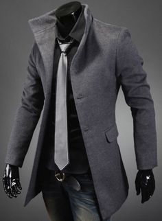 The bronze buckle doesn't really work here. Maybe because the shinny black hands? Men's High Collar Coat with Back Leather Details. Stylish me Komplette Outfits, Cool Outfits, Fashion Outfits, Sharp Dressed Man, Well Dressed Men, Mode Mantel, Herren Outfit, Mode Masculine, Gentleman Style