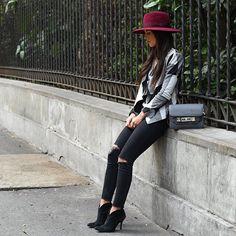 Burgundy pop of color  Cheers y'all // Tonos neutros y mi sombrero favorito! Buen domingo queridos #perlasycamelias