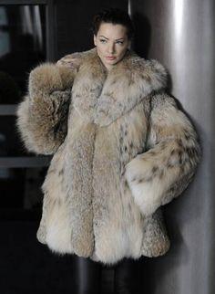 Eric Kramer, Fox Fur Coat, Fur Coats, Fur Fashion, Lynx, Girly Outfits, Sexy Women, Beautiful Women, Poses