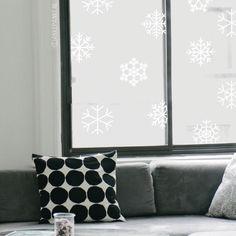 Aan het eind van het jaar is het altijd zo gezellig, maak het nóg gezelliger met deze sneeuwvlokken #raamtekening.