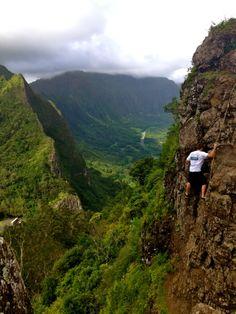 Hanging out, Pali Puka trail, Oahu HI
