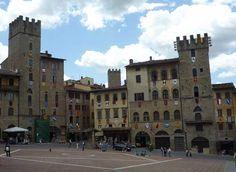 Arezzo: Piero della Francesco Frescoes and Beautiful Piazza: Main Square in Arezzo