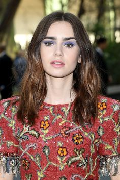 Lily Collins' purple makeup at the Chanel Haute Couture fall 2017 show 💜